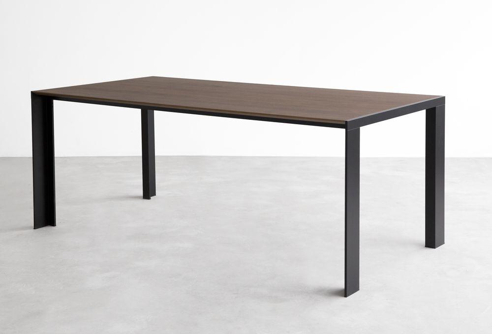 stua-deneb-banco-aluminio-mesa-negra-madera