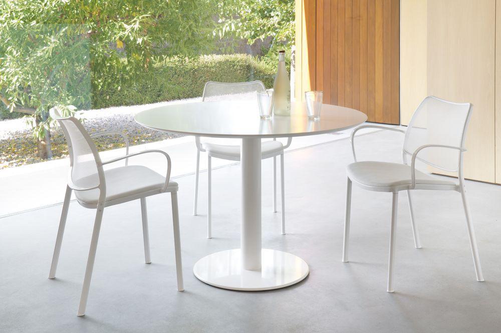 stua-zero-mesa-pie-base-acero-cromado-aceroinox-estructura-blanca-tapa-madera-hpl-redonda-