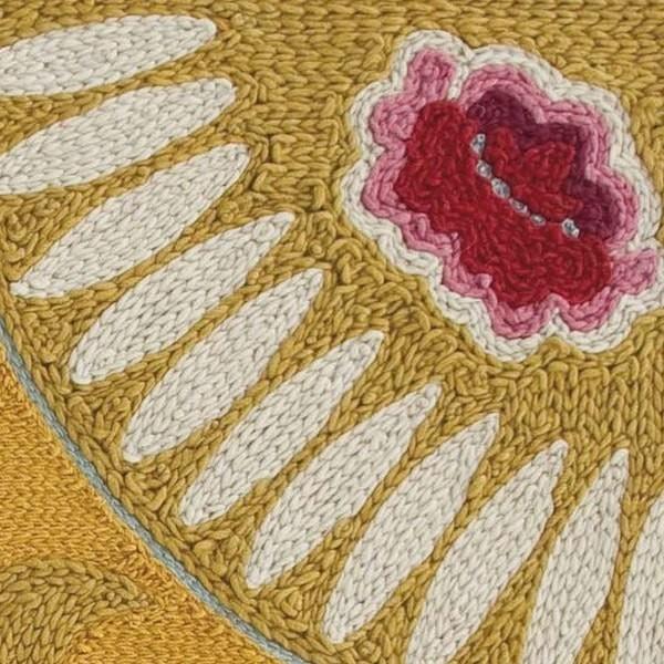 alfombra-goyesca-amarilla