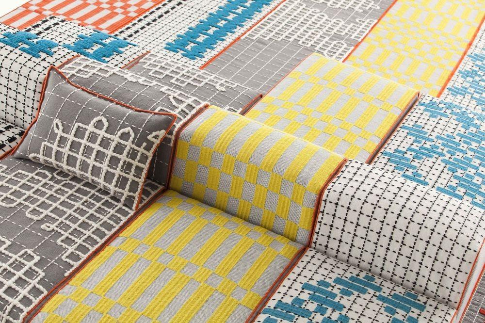 alfombra-rug-gan-bandas-patricia-urquiola-detalle-puf
