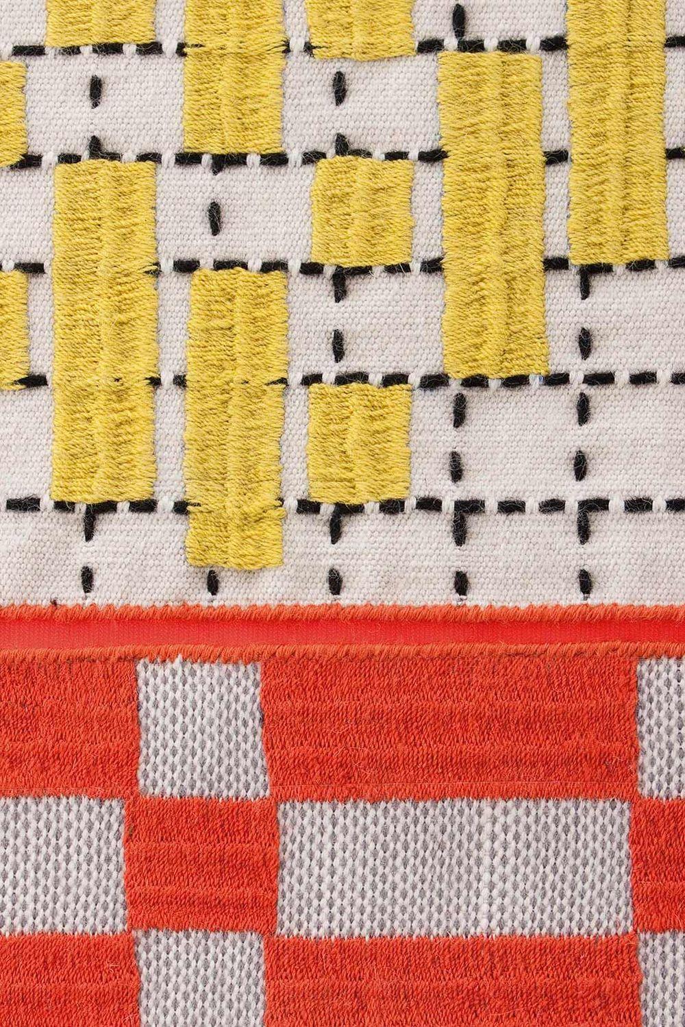 alfombra-rug-marca-gan-gandia-color-bandas-patricia-urquiola-detalle-3