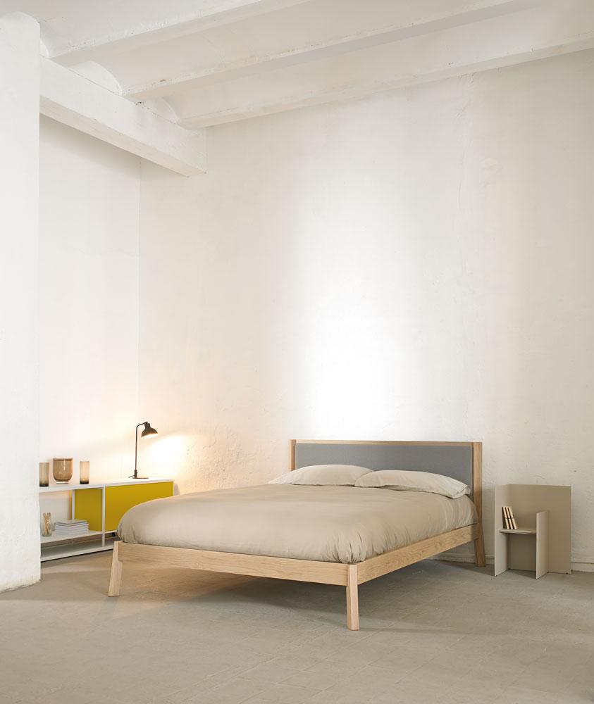 cama-punt-puntmobles-breda-madera-roble-laca-sindosel-cabezal-tapizado