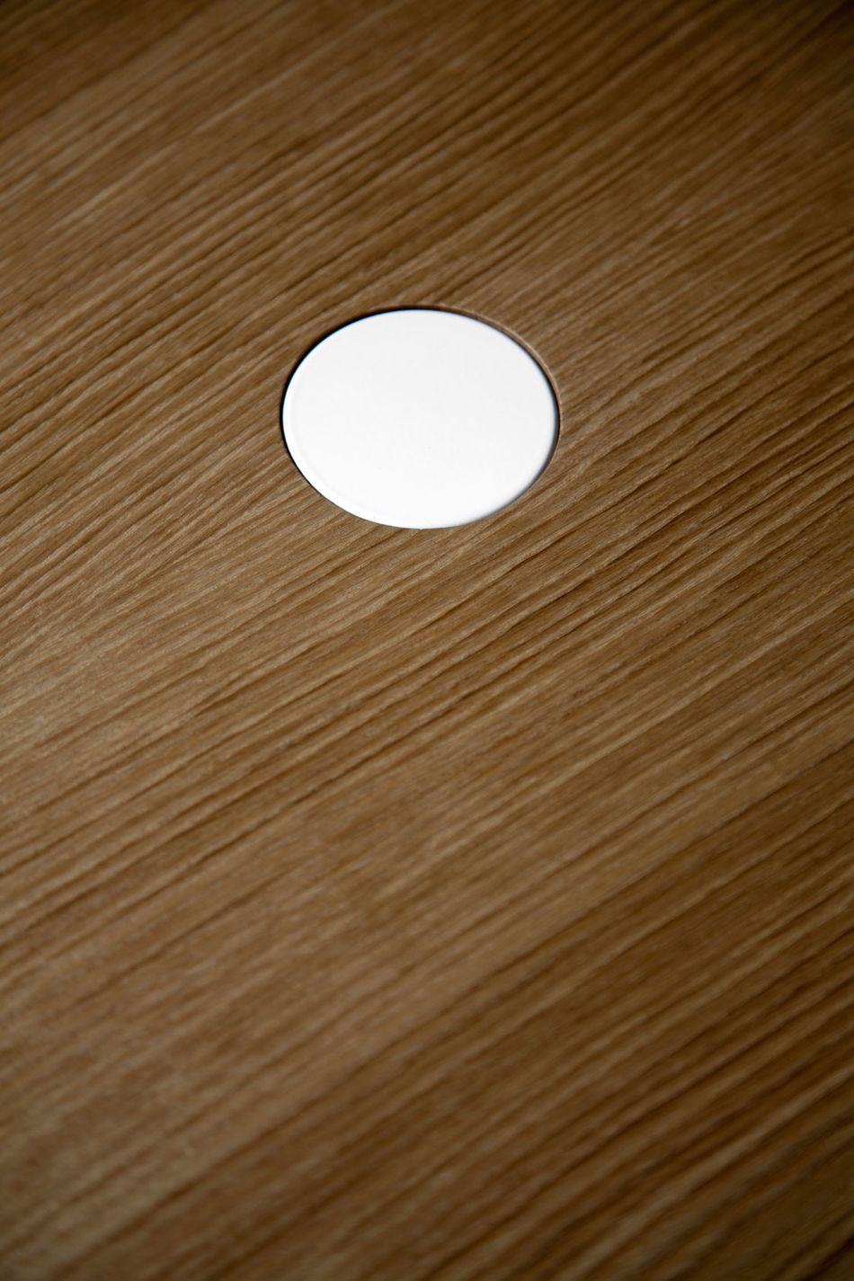 mesa-punt-puntmobles-nucleo-madera-pata-cilindrica-detalle