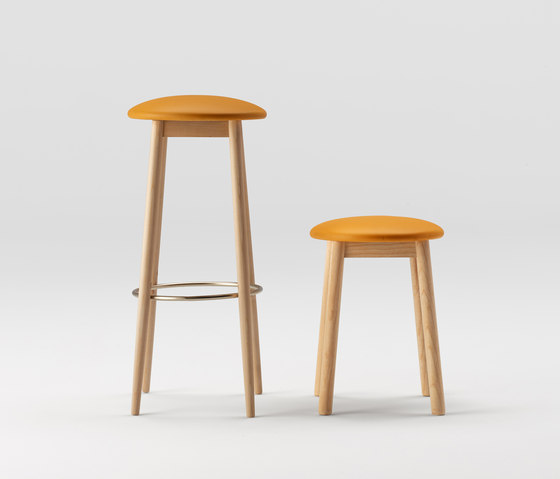 oto-ondarreta-taburete-madera-asiento-tapizado