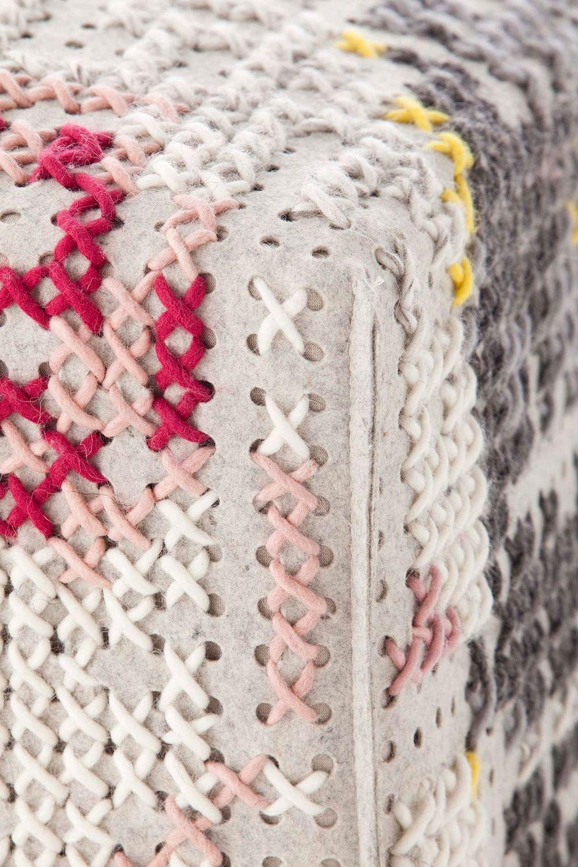 puf-gan-abstract-canevas-charlotte-lancelot-alfombras-modular-square-abstract-flores