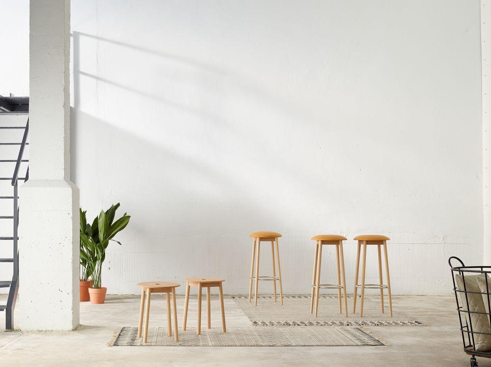taburete-bajo-taburete-alto-oto-ondarreta-madera-asiento-tapizado-coleccion