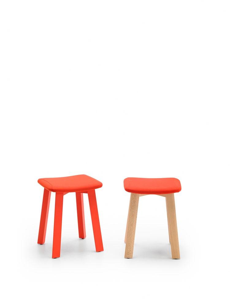 taburete-punt-puntmobles-bevel-madera-haya-macizo-asiento-tapizado-laca-taburetebajo