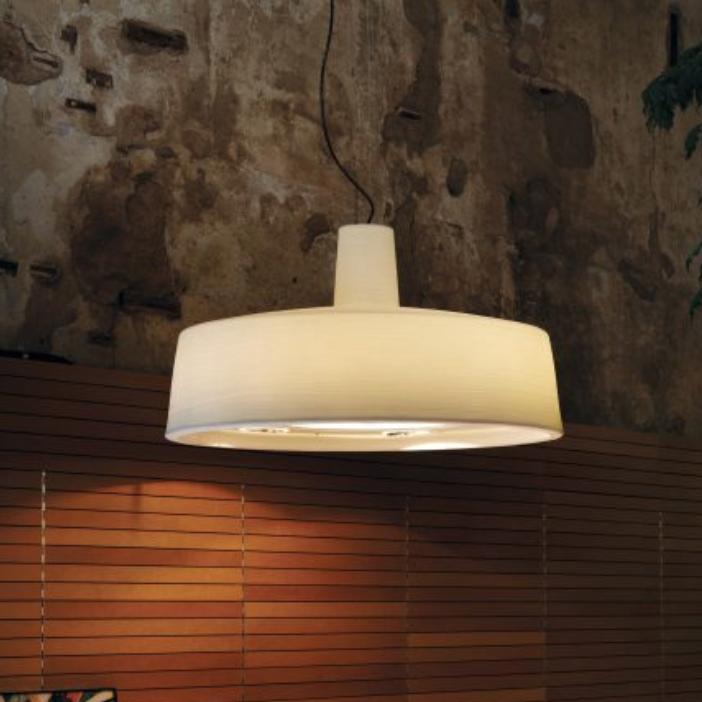 lámpara en suspensión soho de Marset en color perla.
