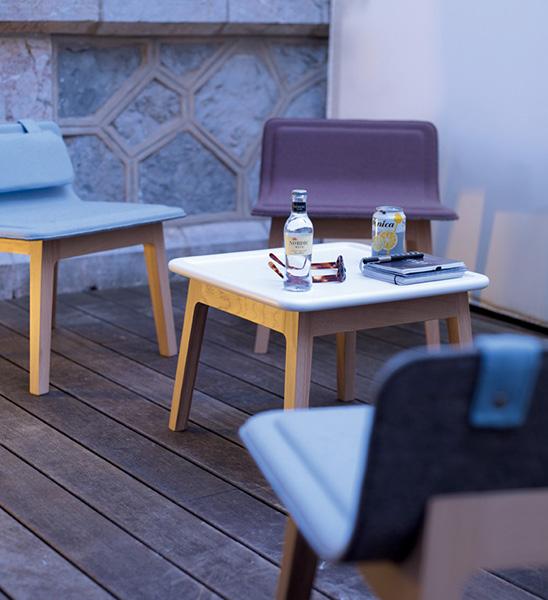 alki-laia-buatca-patas-madera-respaldo-asiento-tapizado-ambiente