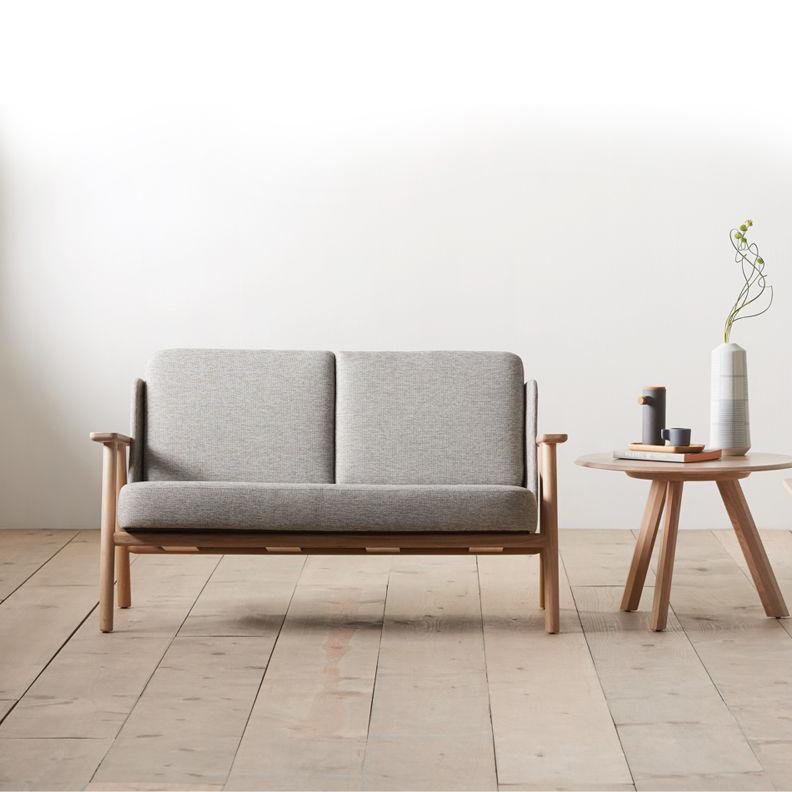 lasai-alki-iratzoki-sofa-pies-madera-tapizada