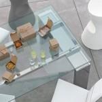 tom-bonaldo-mesa-comedor-cristal.transparente-pies-metalicos