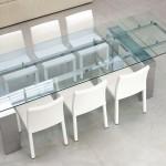 tom-bonaldo-mesa-comedor-extensible-cristal.transparente-pies-metalicos