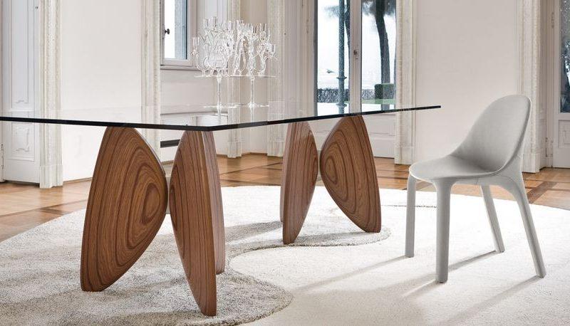 vanessa-bonaldo-mesa-comedor-cristal-transparente-patas-madera-1