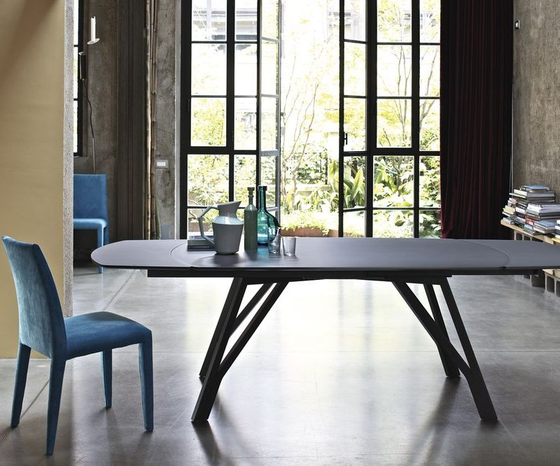 wonder-bontempi-mesa-comedor-pie-metalico-sobre-cristal.-extensible-negro.jpg