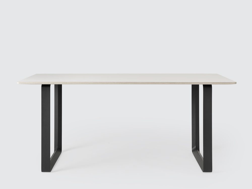 Mesa-70x70-Muuto-blanco-negro-table