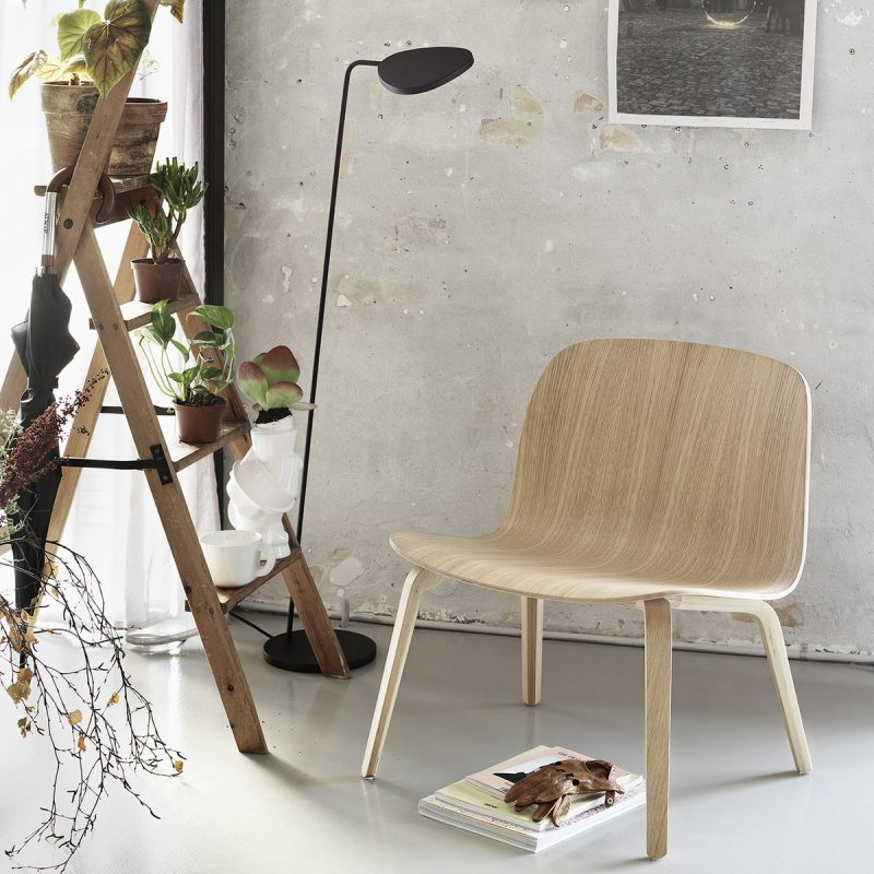 Visu-Lounge-Chair-Leaf-Stehleuchte-Ambiente