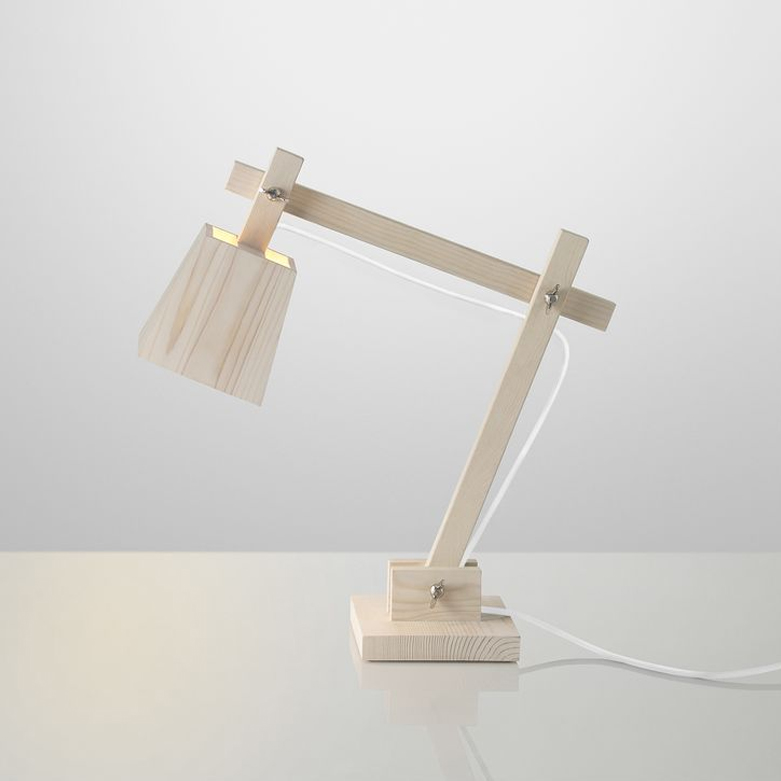 Lámpara de madera de sobremesa wood lamp de muuto