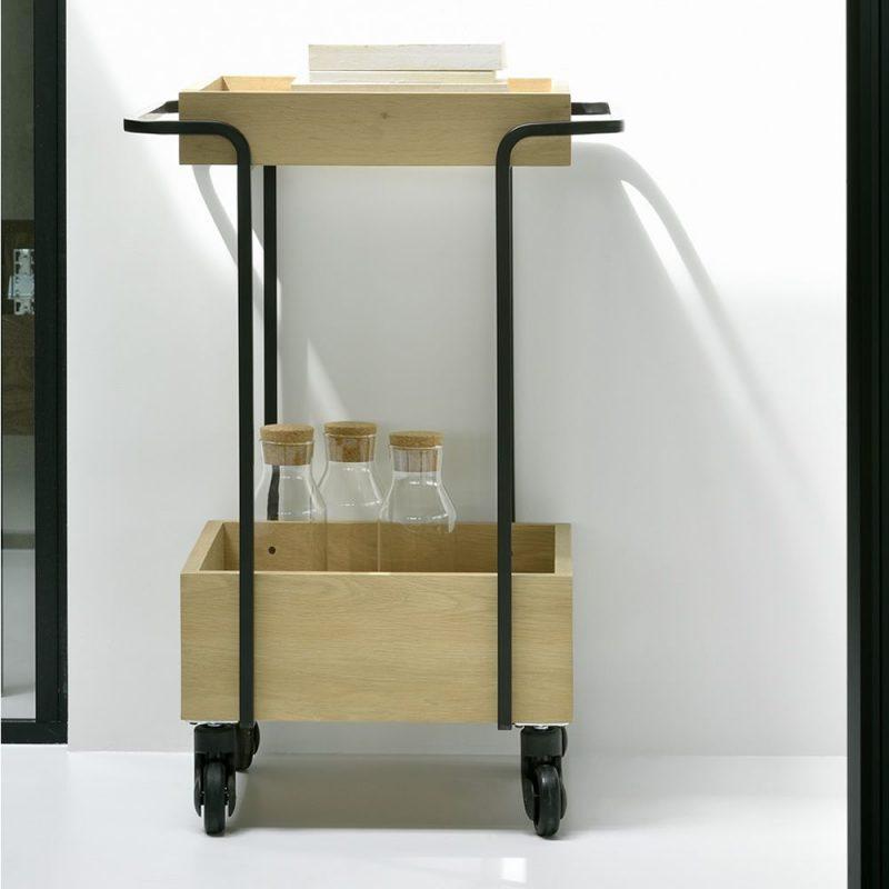 kompagnon-carrito-de-metal-lacado-color-negro-con-bandejas-en-madera-de-roble-natural-con-ruedas