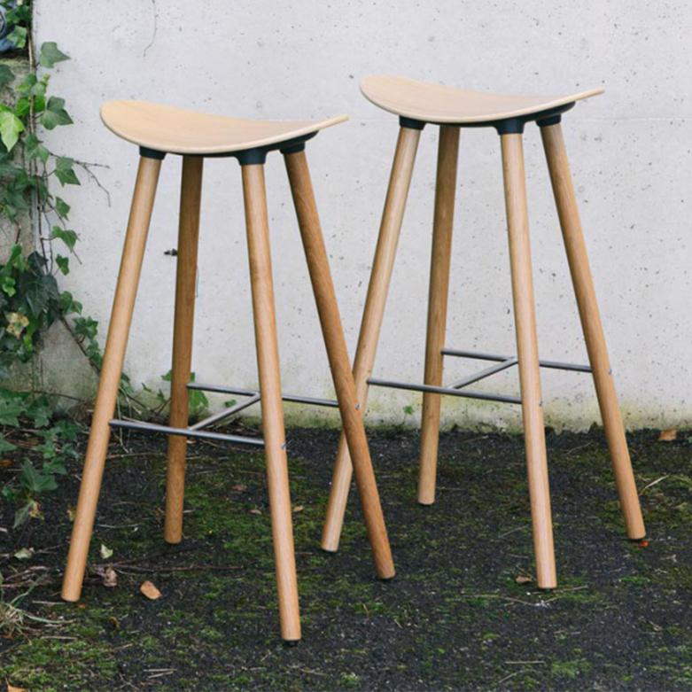 taburete-enea-coma-wood