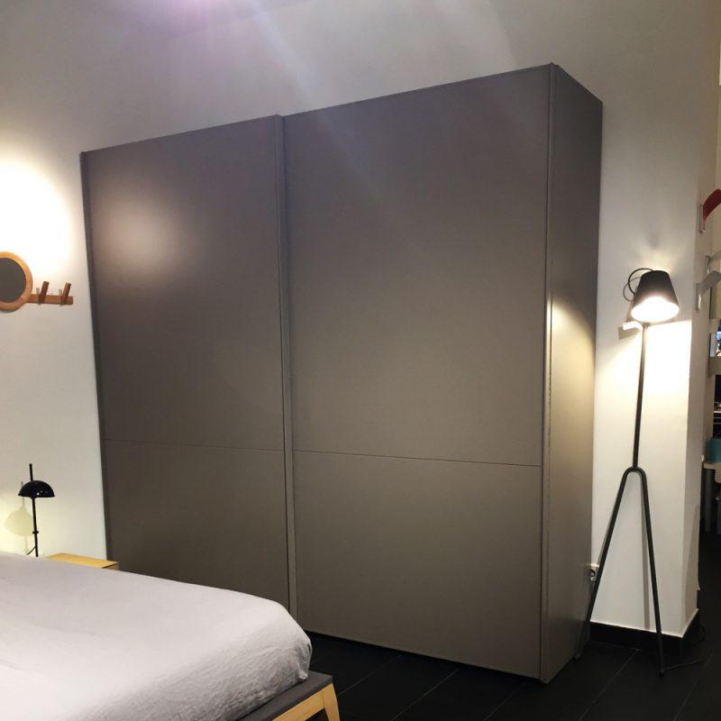 armario-puertas-correderas-lacado-basalto