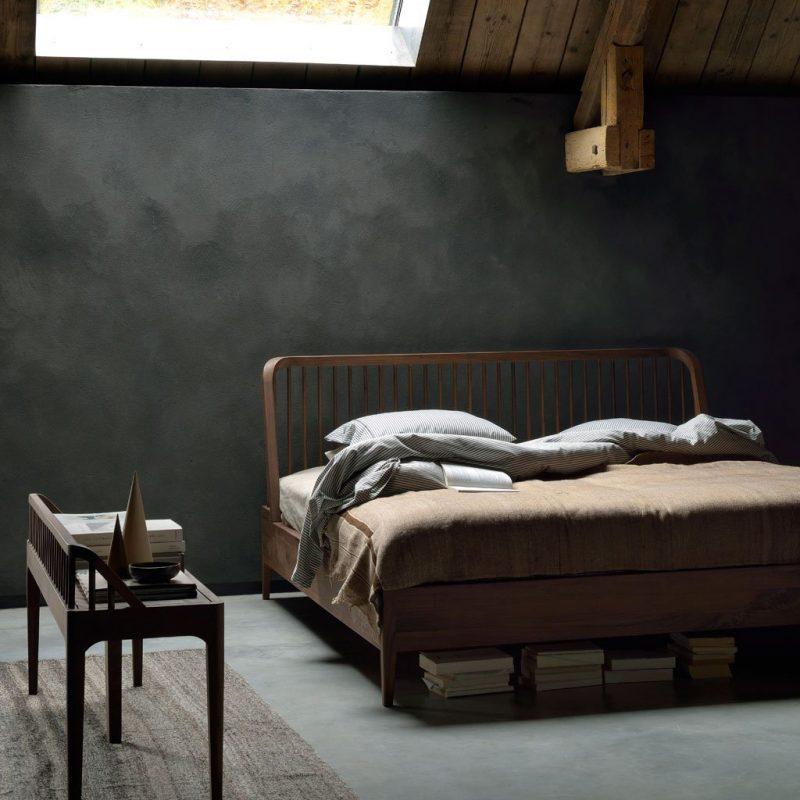 Walnut-Spindle-Bed-cama-Ethnicraft