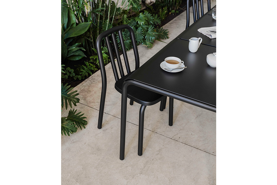 mobles114-tube-square-dinning-tables-eugeni-quitllet-loc-tif-n005