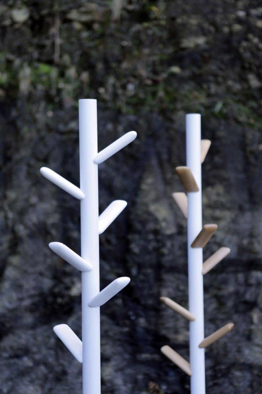 enea-design-caddy-colgador-pie-blanco-madera