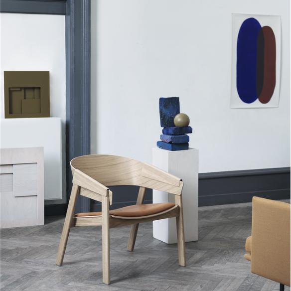 Silla lounge cover de madera con brazos muuto y cojin