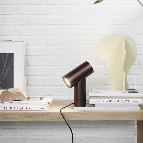 Lámpara sobre mesa tubo